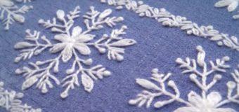 Výšivka sněhových vloček pomocí ozdobných stehů